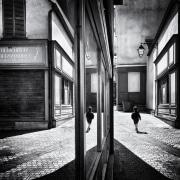 6-Hervé_Durand_Enfant_dans_la_rue_Médaille_humain